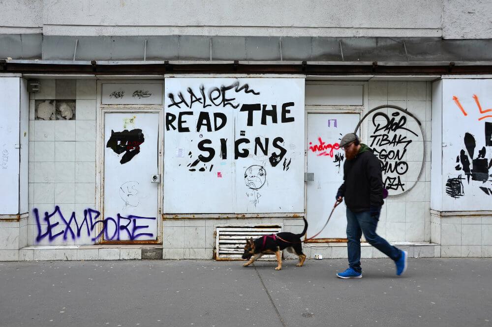Read the signs - Photo by Murat Bengisu