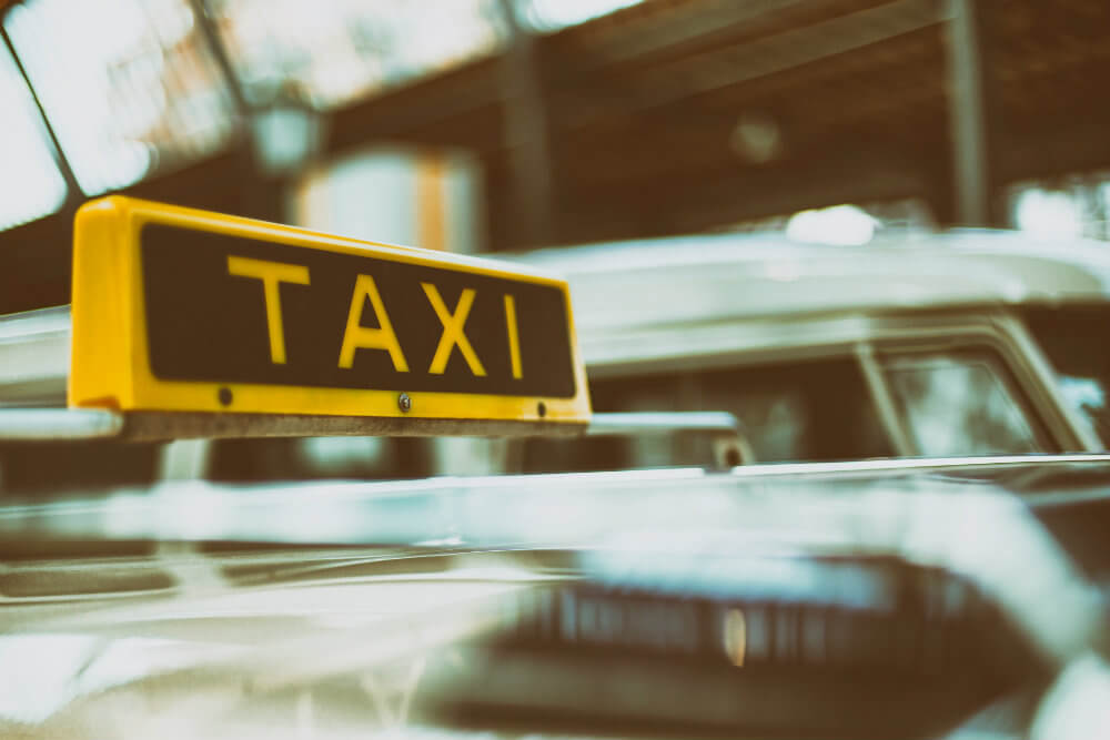 Ignore airport taxi touts - Photo by Peter Kasprzyk