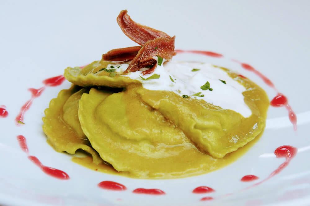 A delicious and well-presented filled-pasta dish at Ristorante la Piazzetta