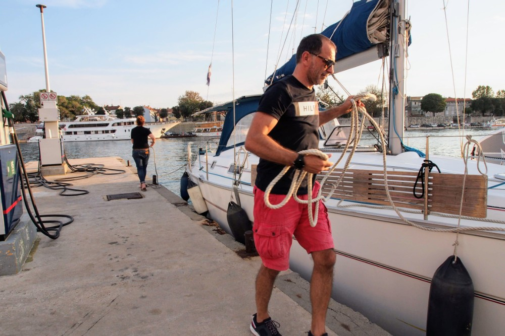 Anna and Rajko secures Kron to the dockside in Zadar harbour
