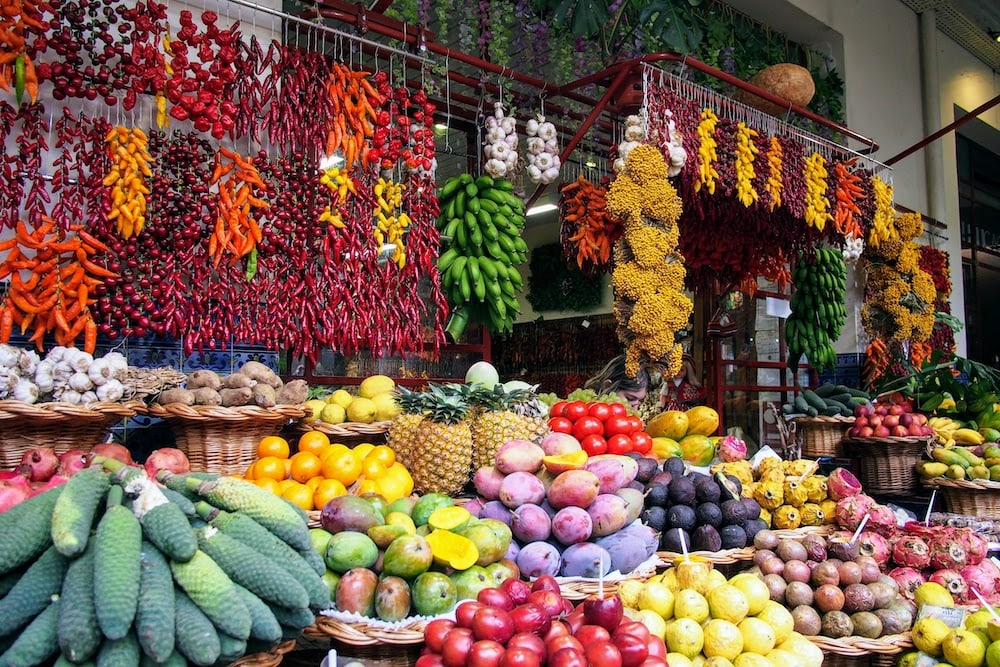 Native fruit and veg aplenty at Mercardo dos Lavradores