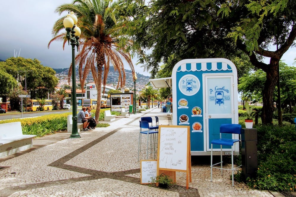 A number of food and drink outlet can be found along Funchal's promenade